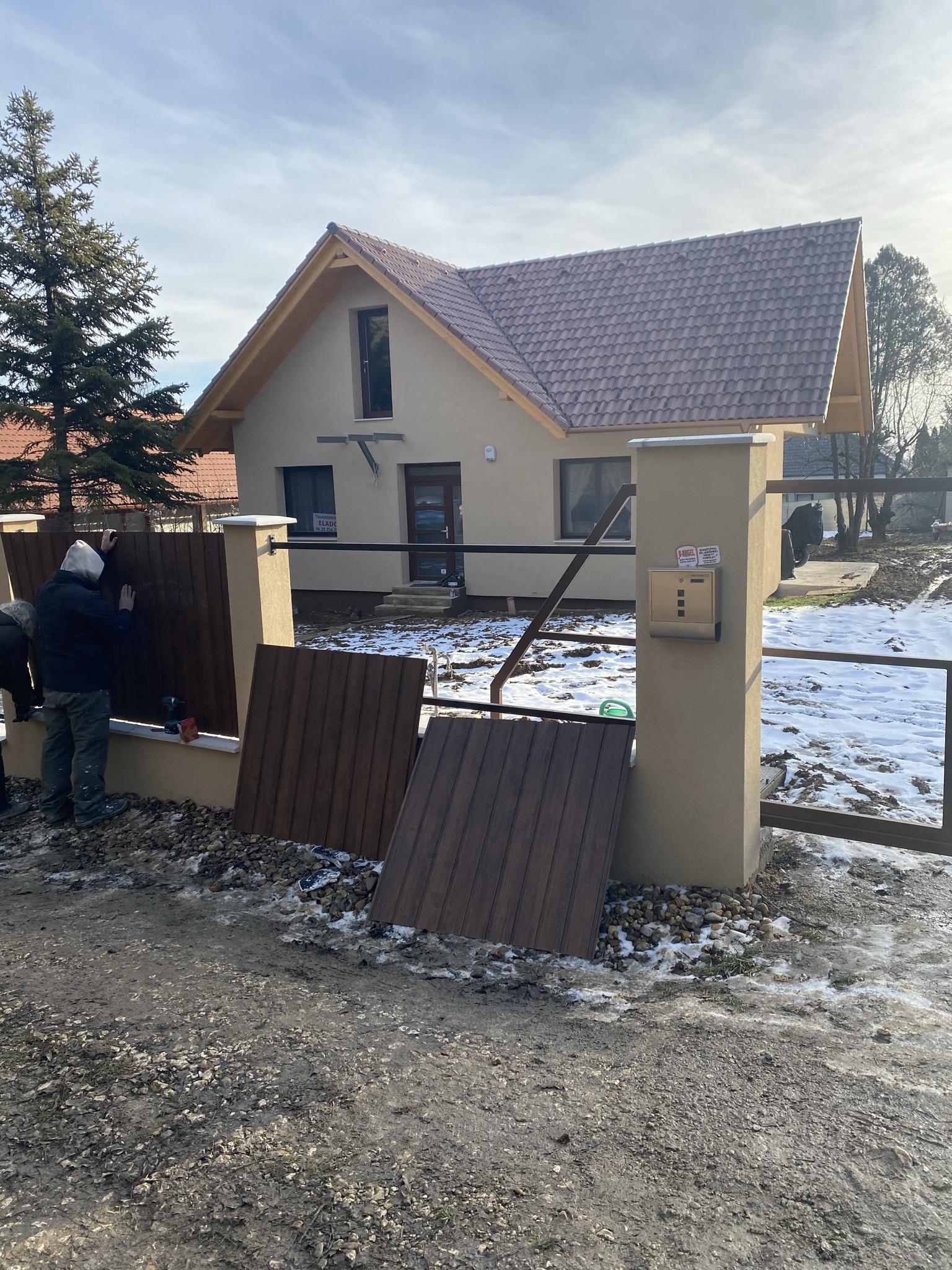 Üröm trapézlemezes kerítés építés