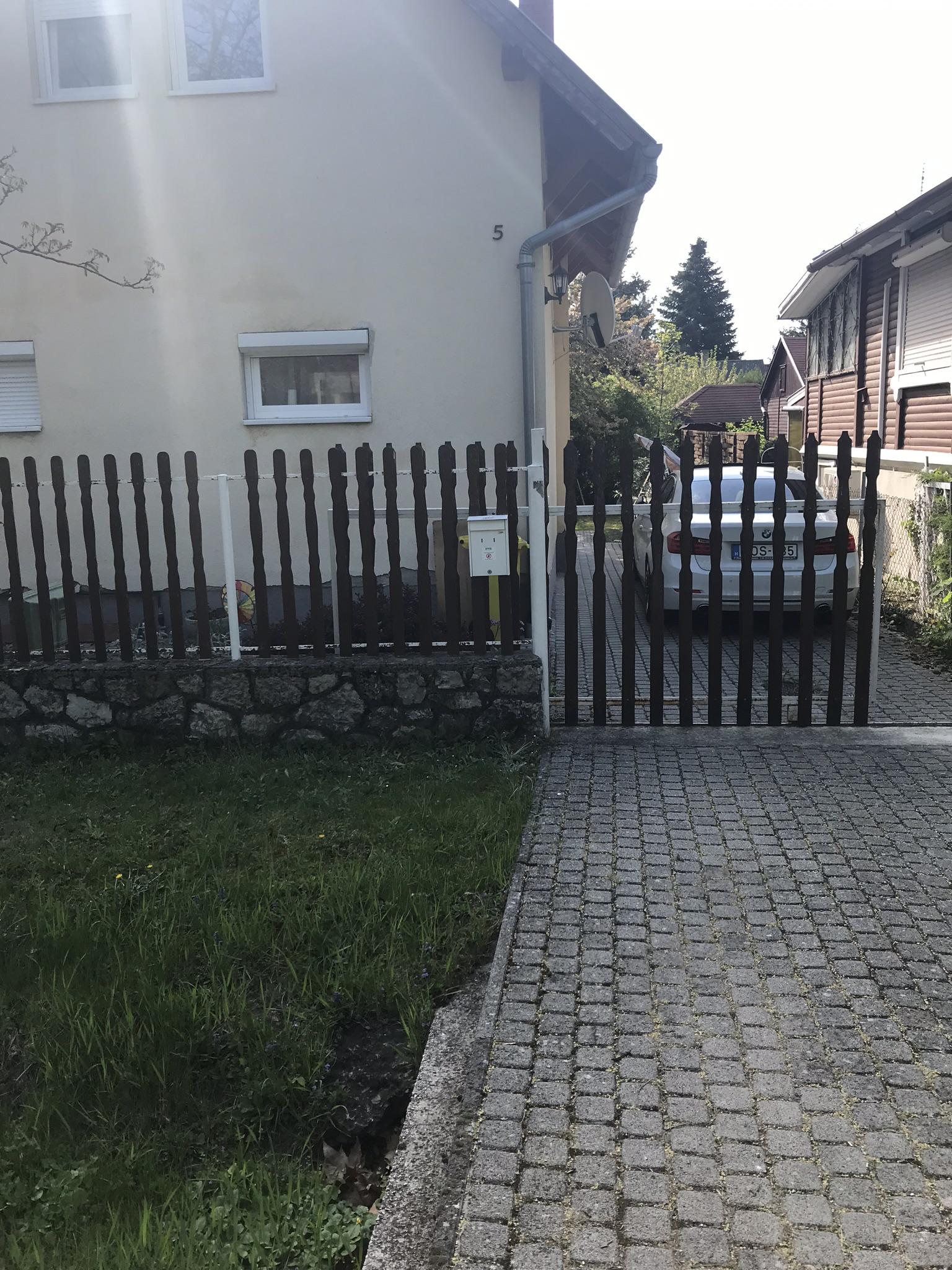 Balatonudvari kerítés építés pálcás