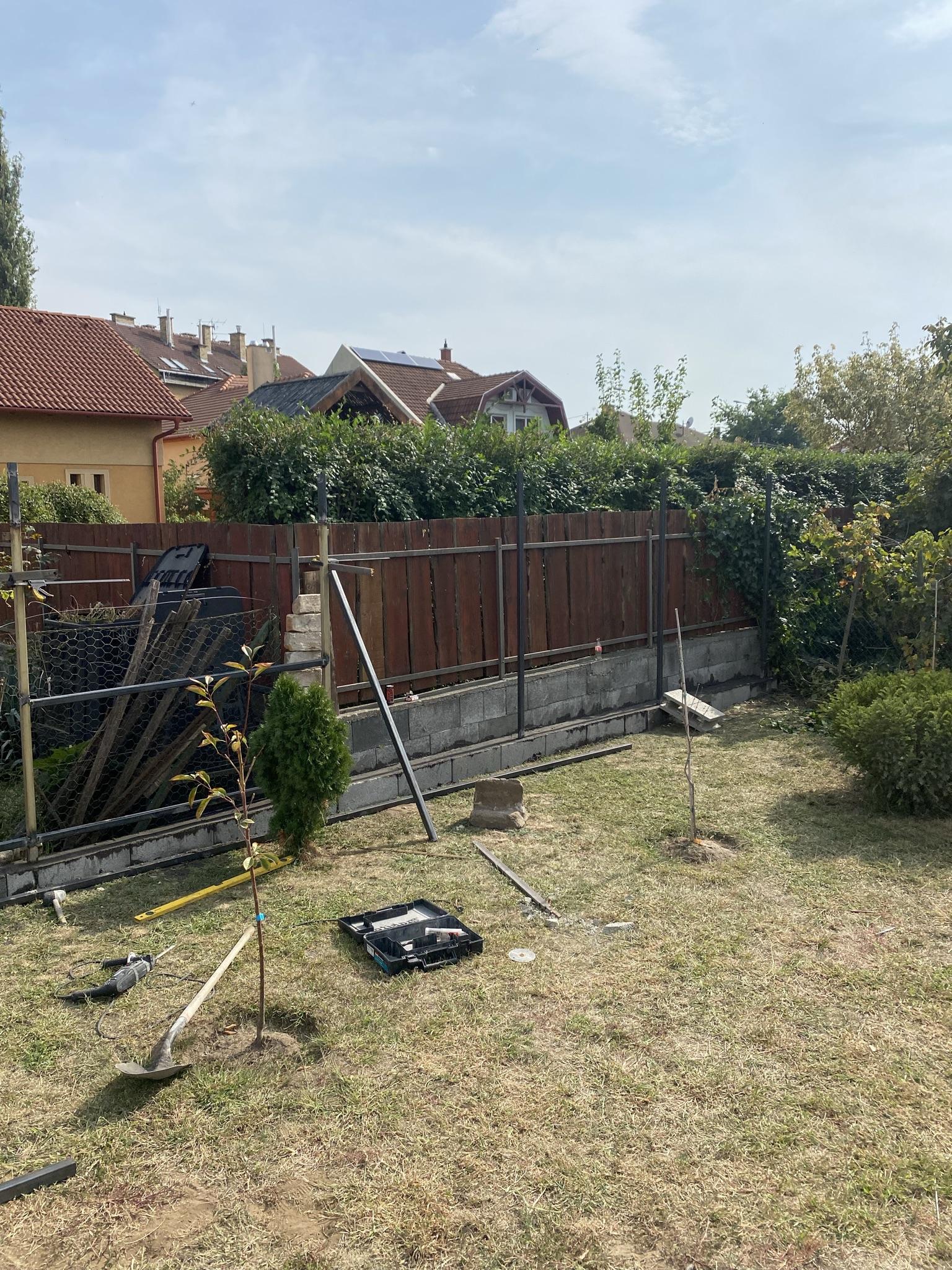 Bp XV ker Széchenyi u T8-ból kerítés építés