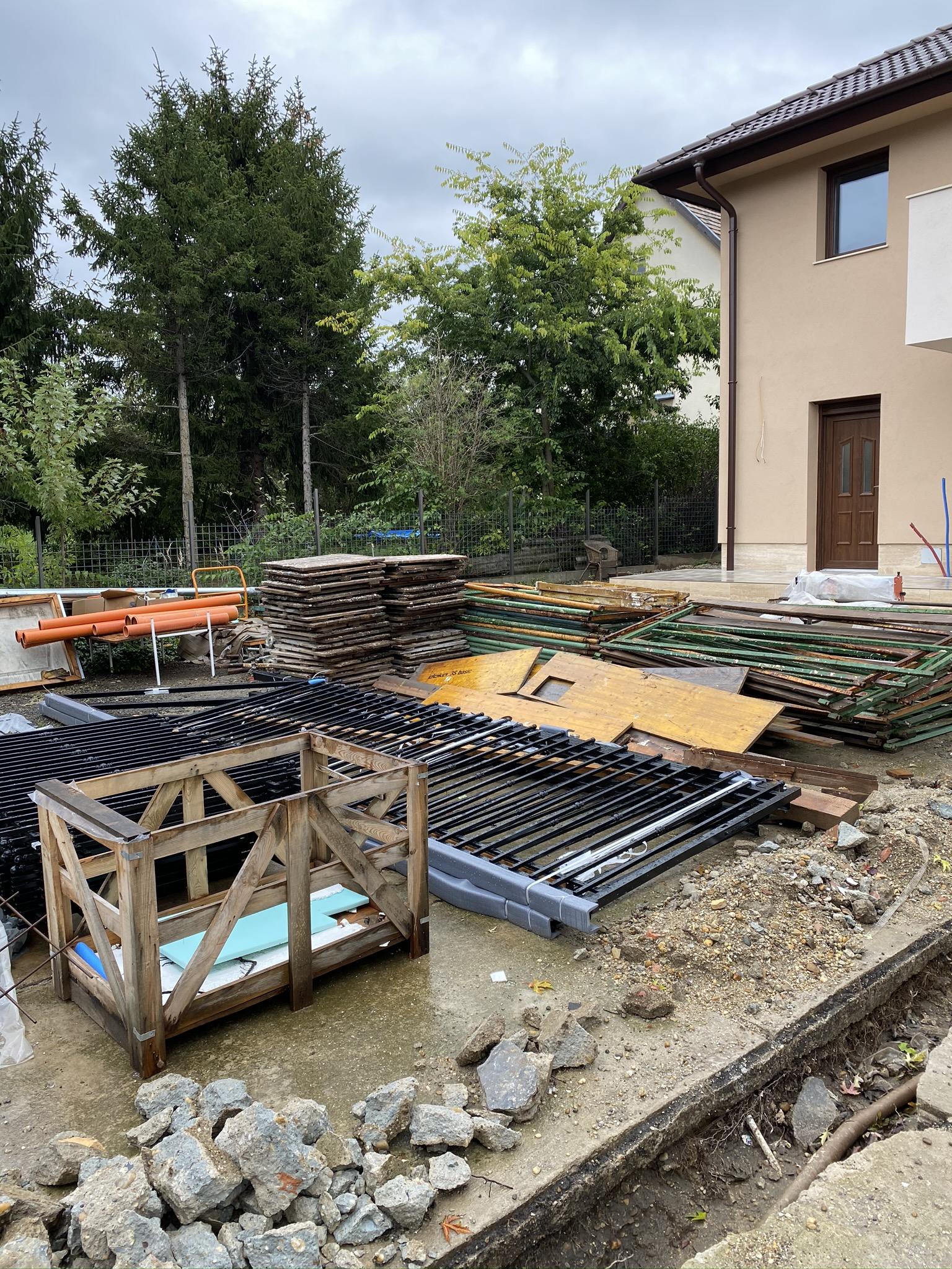 Bp XVI ker csömöri út trapézlemezből kerítés építés