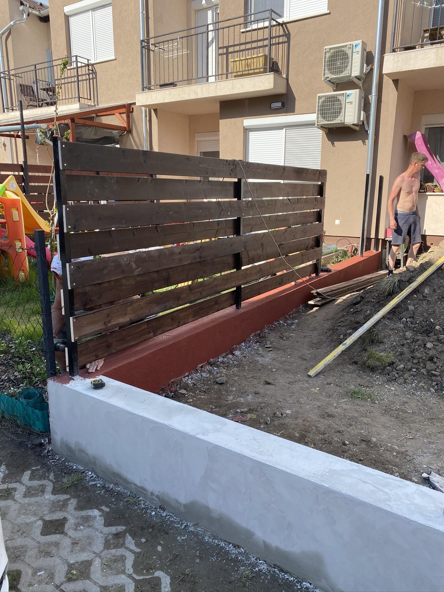 Bp XVI ker fa és zsalukő kerítés építés