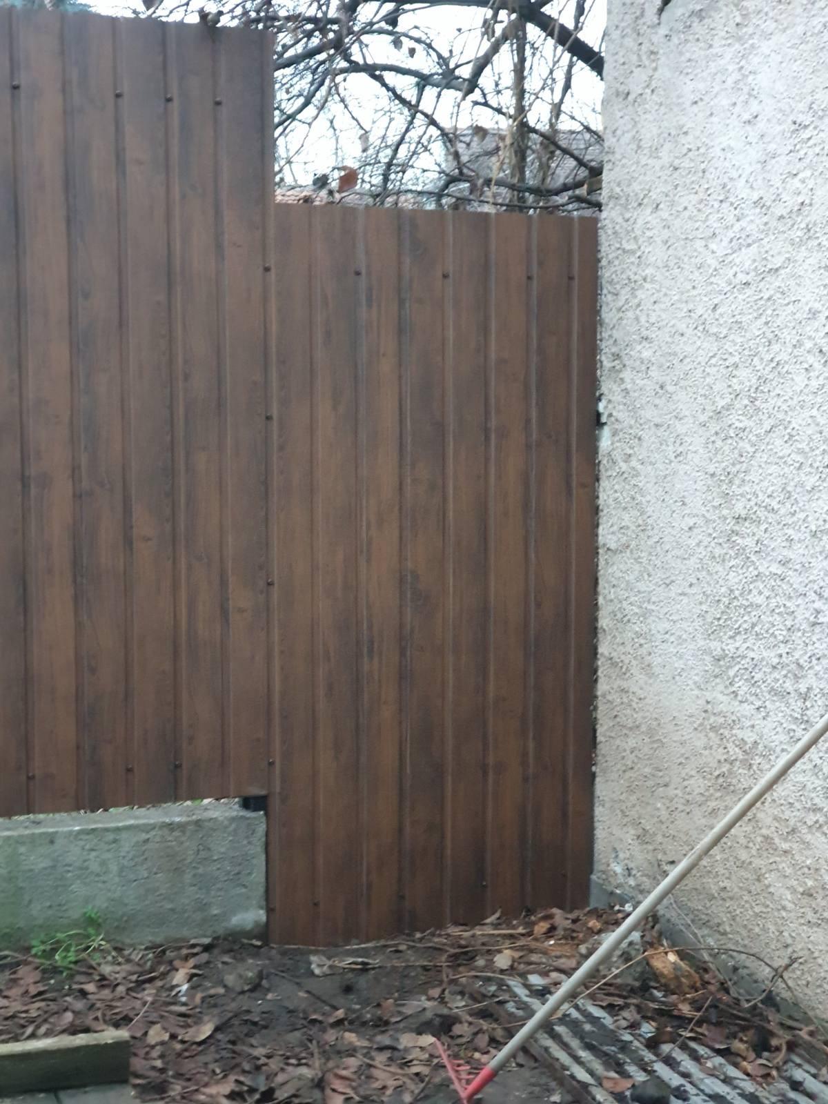 Bp XVIII ker Ráday u kerítés építés trapézlemezből
