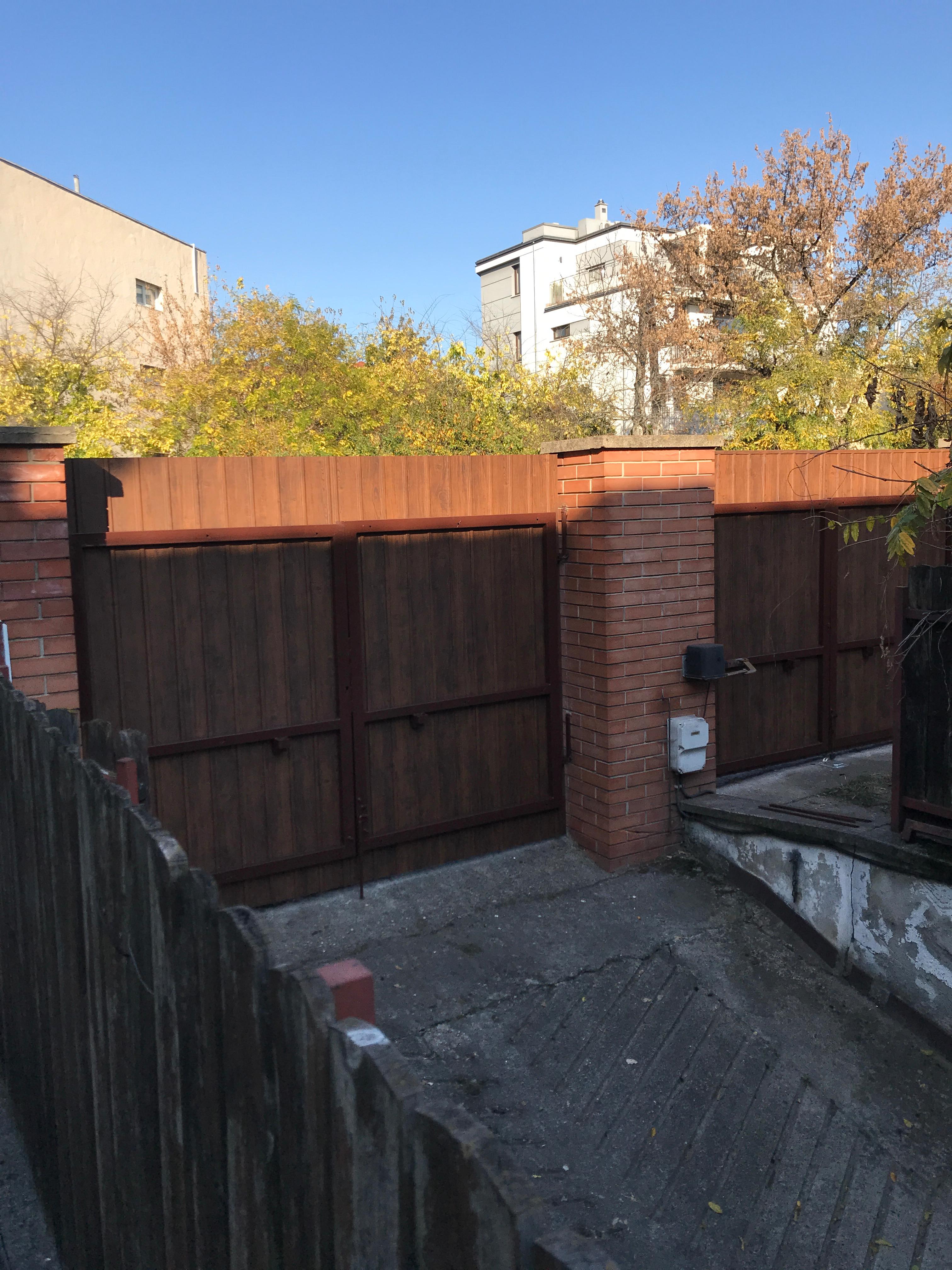 Bp Zugló kerítés ujvidék tér