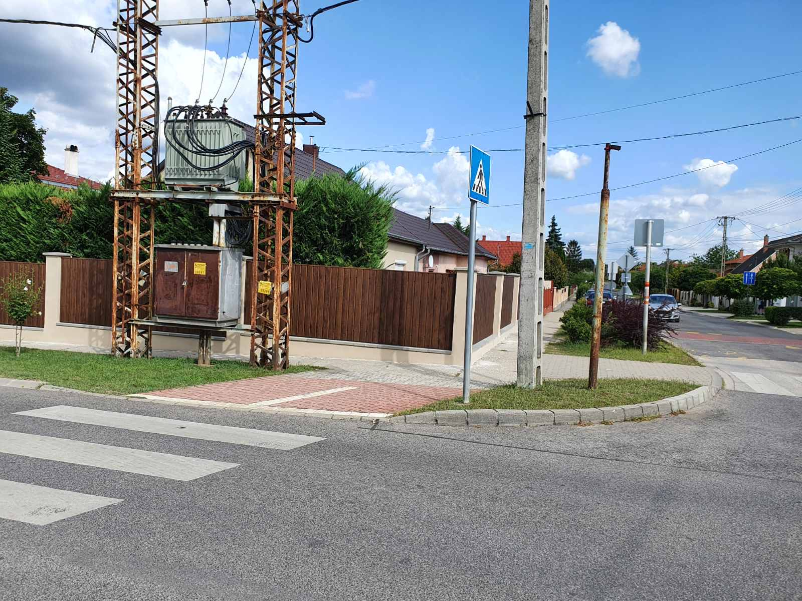 Dkeszi Mátyás király u T8bol kerítés építés