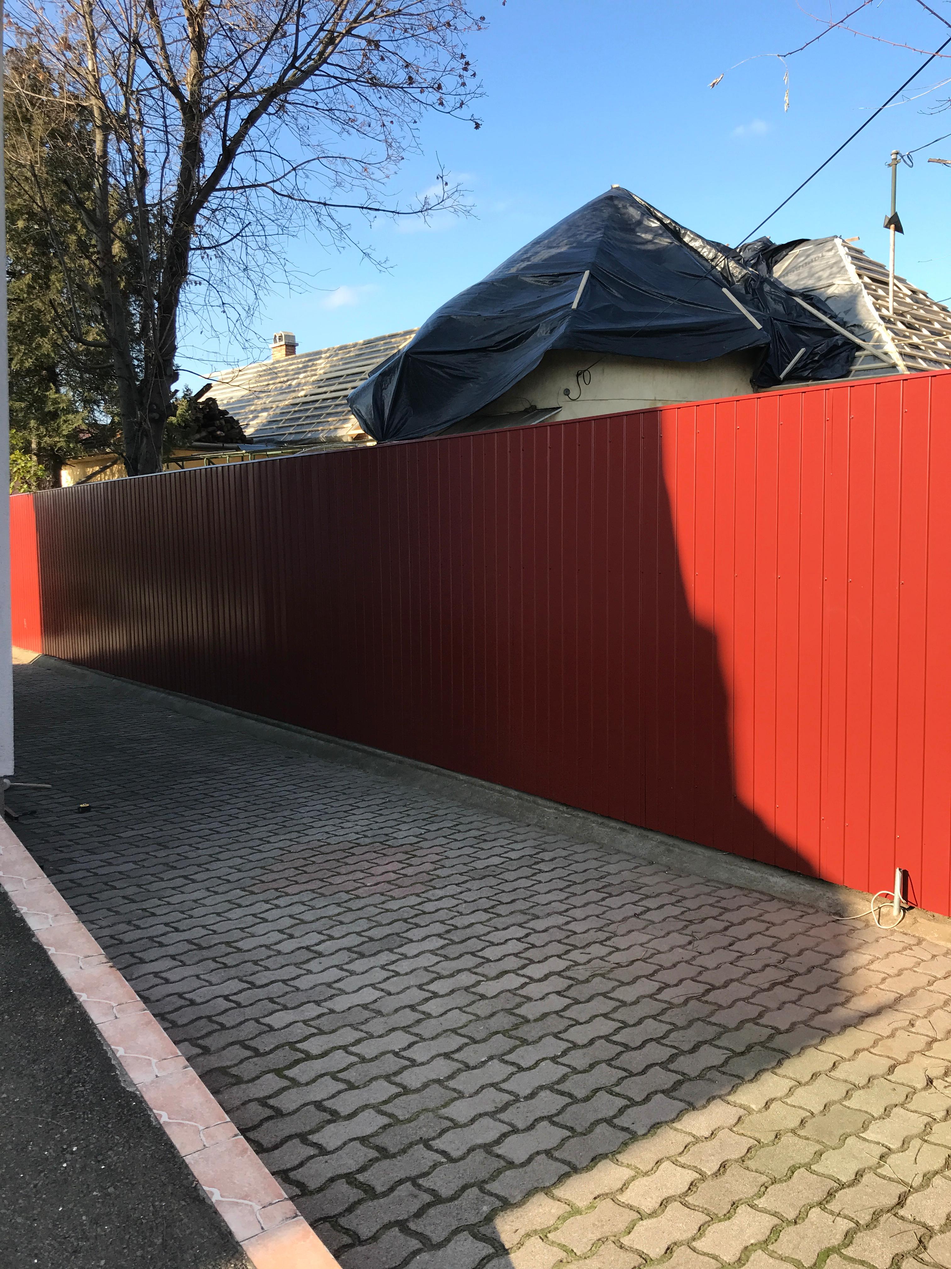 Dkeszi Szilágyi u lemezes kerítés építés