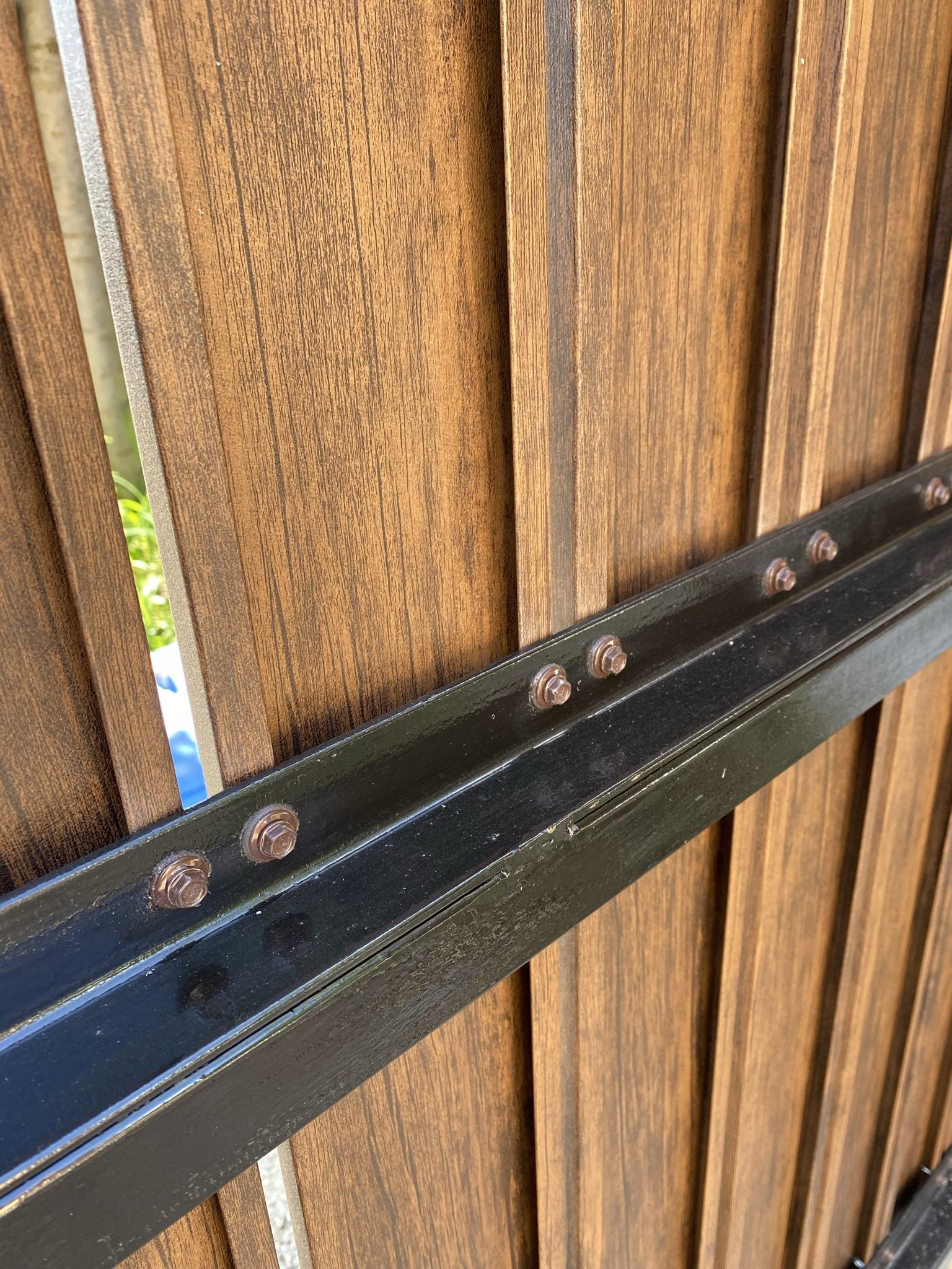 Vecsés Előd u T8 és lemez pálcából kerítés építés